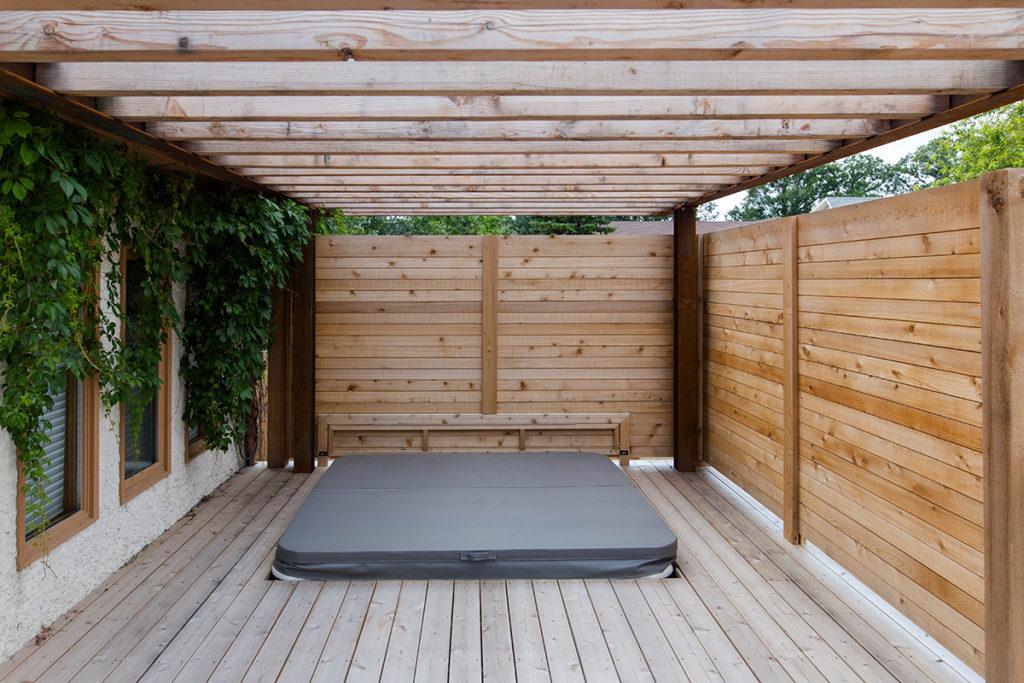 Cedar Deck Hot Tub Privacy Screen | B. Rocke Landscaping | Winnipeg, Manitoba